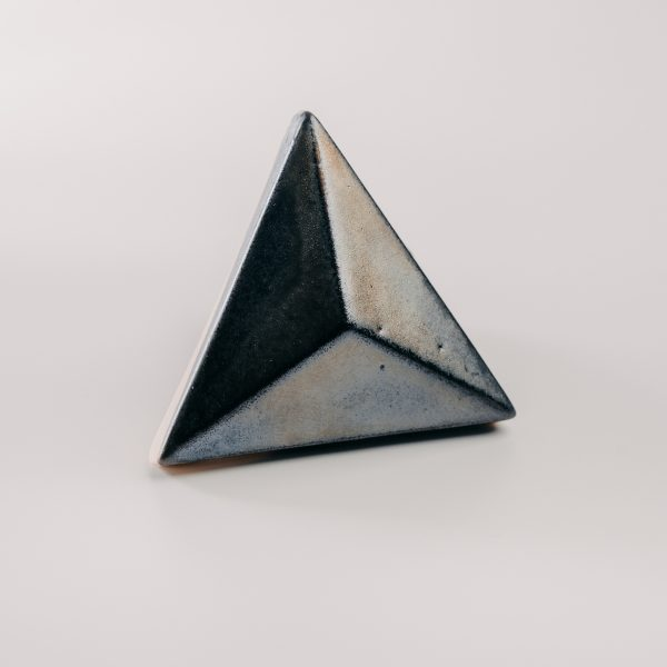Piramis olajfolt - oil slick